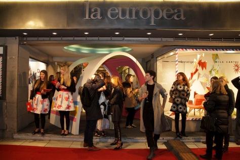 vidrieras_de_la_europea_arenales_1415_intervenidas_por_mila_kartei.jpg
