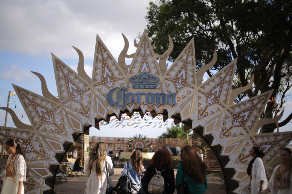 Corona Sunsets renovó la energía de la Plaza Virgilio