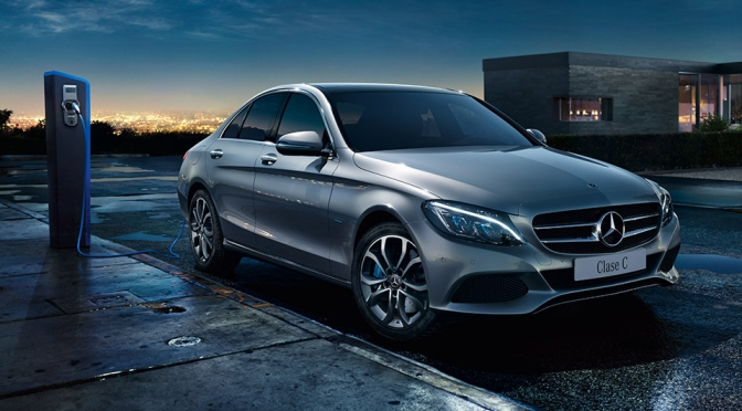 Mercedes-Benz reafirma su liderazgo como la marca premium más vendida en Uruguay