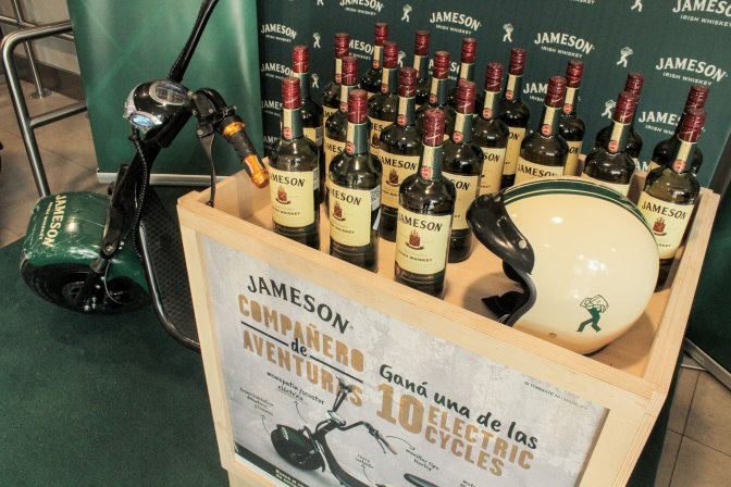 Jameson regaló diez electric cycles a sus clientes