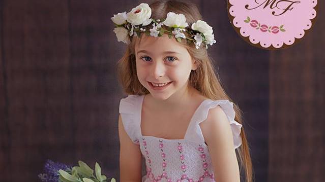 María Fontela: delicados vestidos para niñas