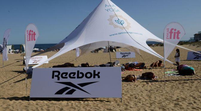 Reebok invitó a disfrutar de una clase de yoga frente al mar en el parador Montoya