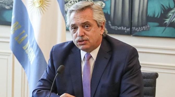 Tuits de Alberto Fernández en medio de la crisis interna